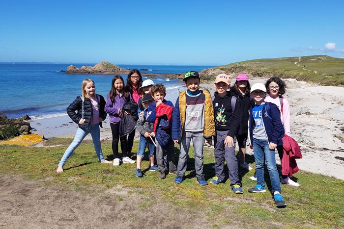 Groupe en bord de mer à Pâques