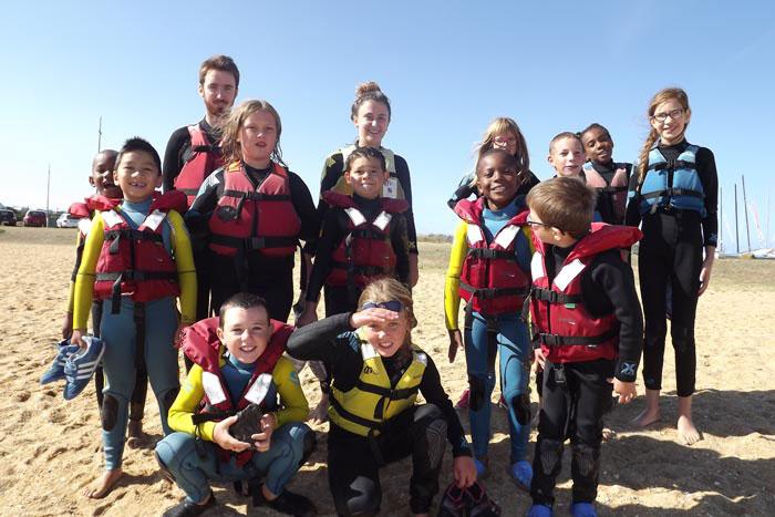 Enfants en gillets de sauvetage