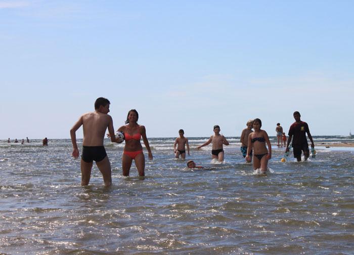 Baignade sur la plage du Veillon