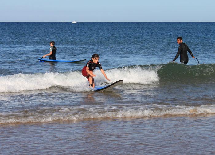 Premières sensations sur les vagues
