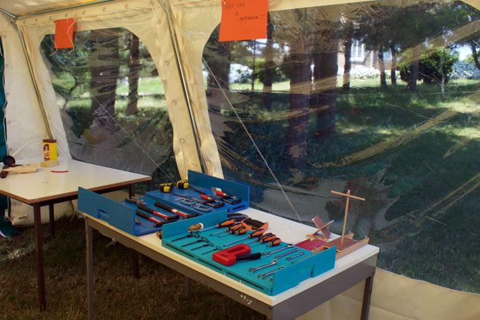 L'atelier bois dans la tente annexe