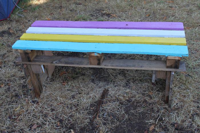 Une table fabriquée à partir de palettes