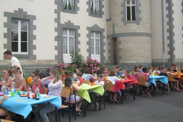 Repas festif avant un spectacle