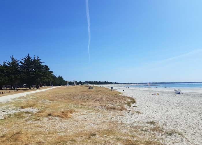 La plage aux abords du centre