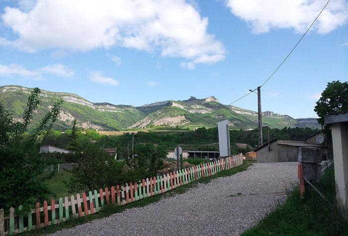 La montagne, en arrière plan