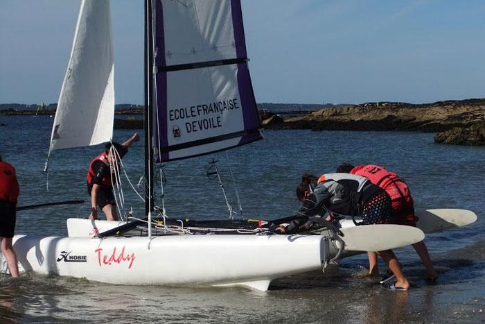 La mise à l'eau des catamarans